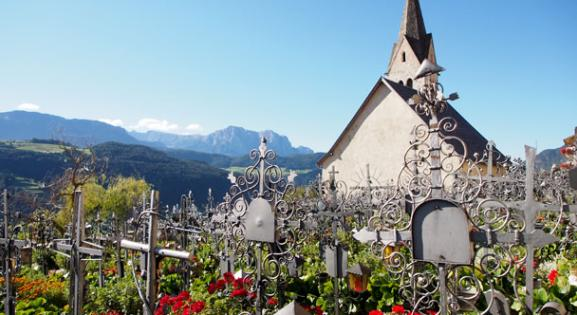 The cemetery of Villanders | Granpanorama Hotel StephansHof ****
