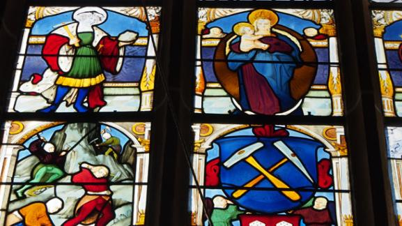 Glass paintings in the church of Villanders showing the life of miners | Granpanorama Hotel StephansHof ****